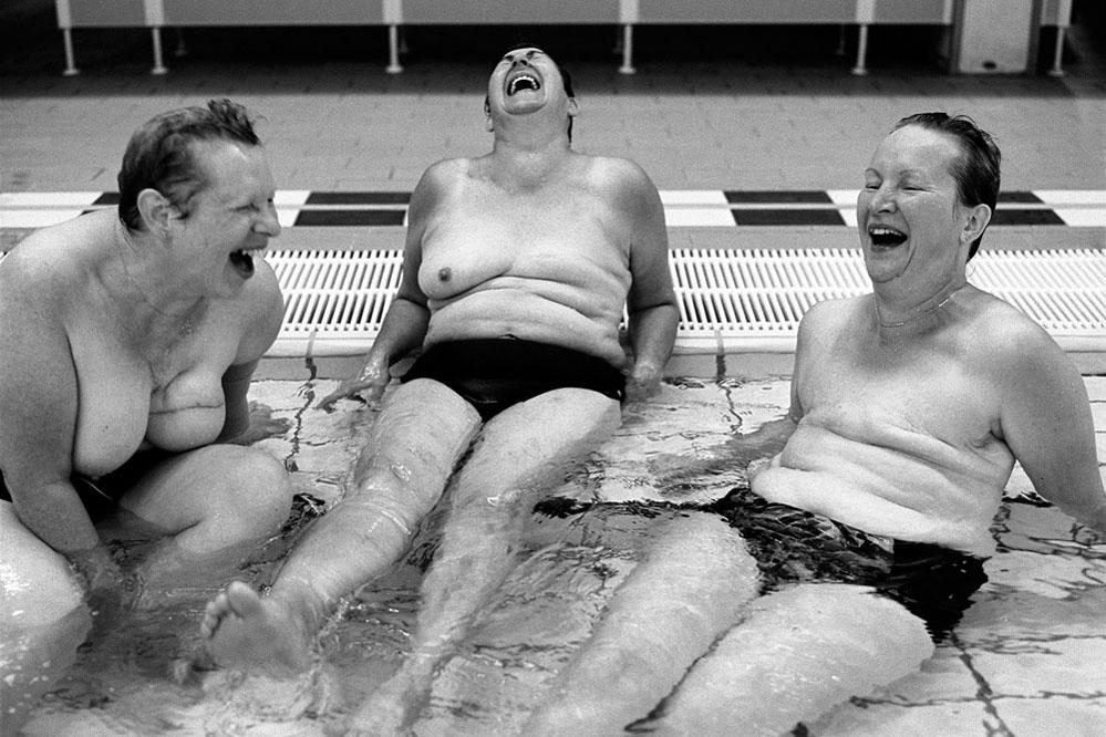 breast cancer portrait nude in swimmingpool