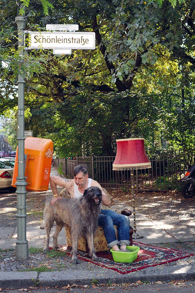 dog funny streetphoto Berlin